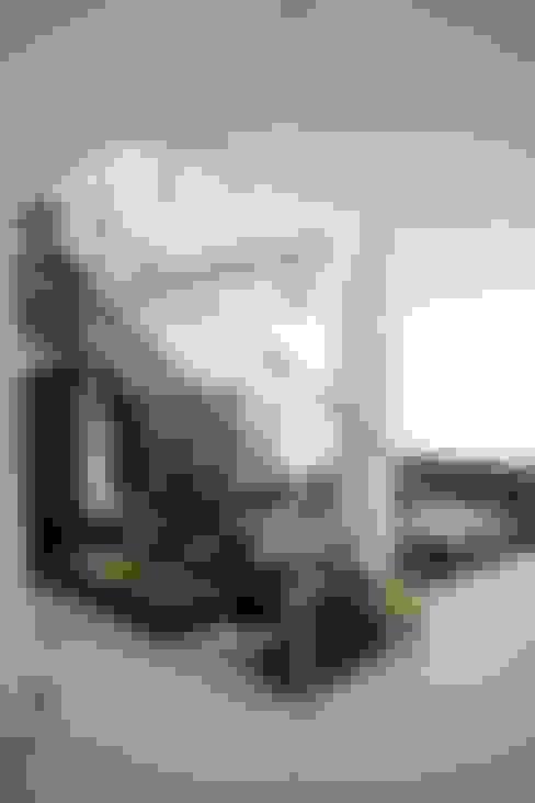 Couloir et hall d'entrée de style  par MORAND ARQUITECTURA