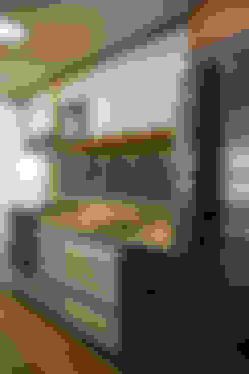 Cozinha integrada ao estar : Cozinhas  por Stúdio Márcio Verza