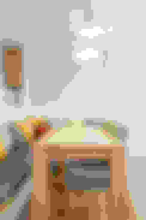 따뜻한 햇살이 있는 다둥이네 인테리어: 퍼스트애비뉴의  다이닝 룸