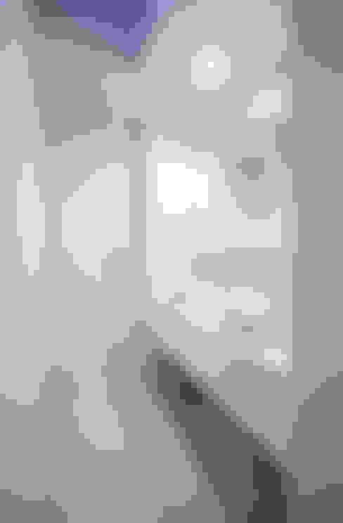 Bathroom by Architect Show co.,Ltd