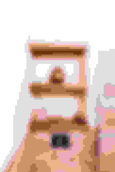 Bagno Camera Ragazzi: Bagno in stile  di Galleria del Vento