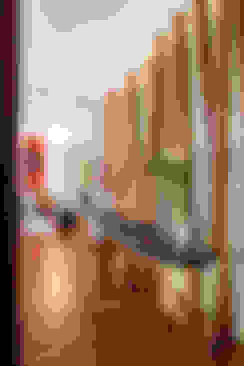 Ingresso & Corridoio in stile  di Hansi Arquitectura