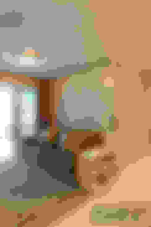Living room تنفيذ Martins Valente Arquitetura e Interiores
