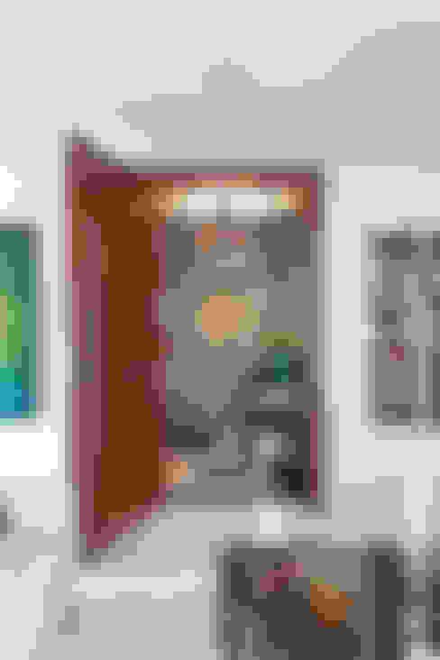 سلالم وأروقة  تنفيذ Martins Valente Arquitetura e Interiores