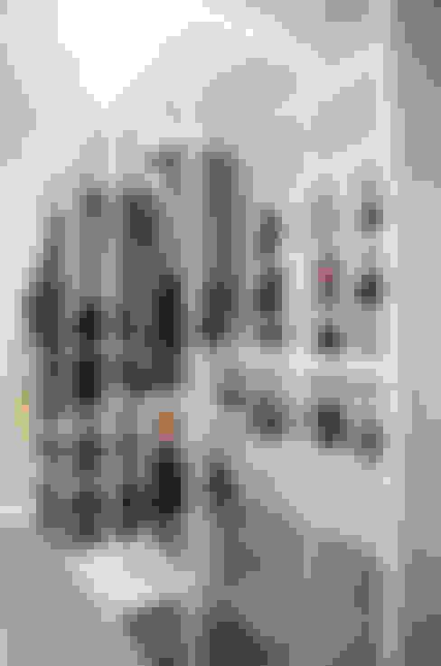 가구를 위한 모던인테리어 : 퍼스트애비뉴의  드레스 룸