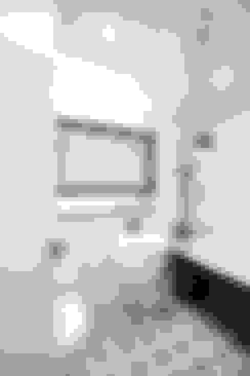 Bathroom by 로하디자인