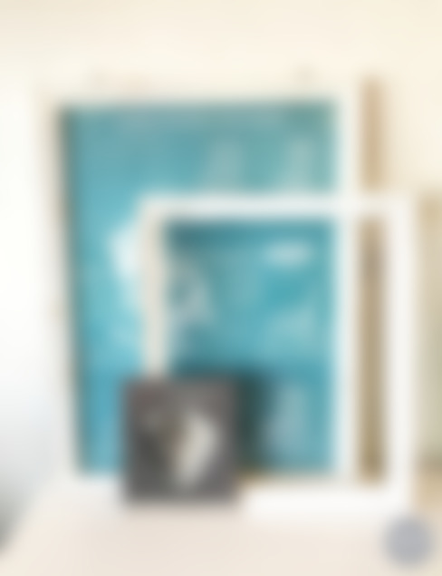 Cuadros - marcos -pinturas: Salas de estilo  por Sepia interiores