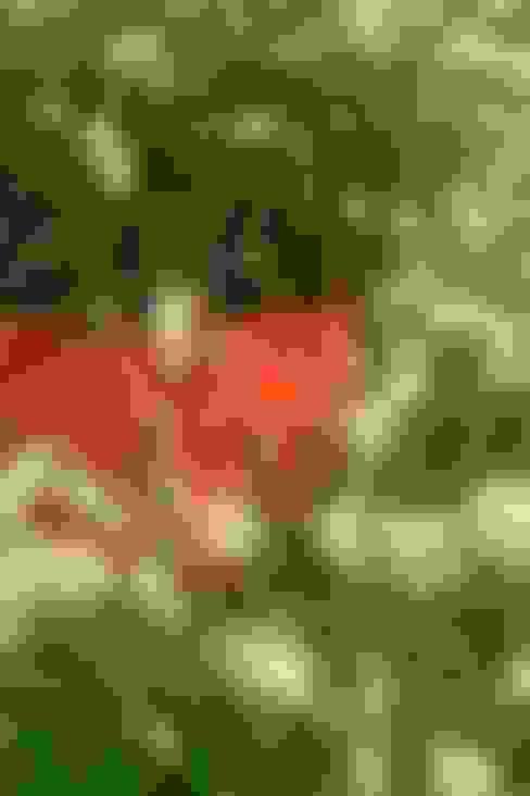 Jardines de estilo  por CONCEPTUELLES PAYSAGE ET DECORATION