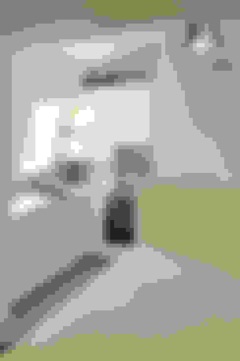 Appartement Paris XVIe: Cuisine de style  par Agence Benjamin Robert Design