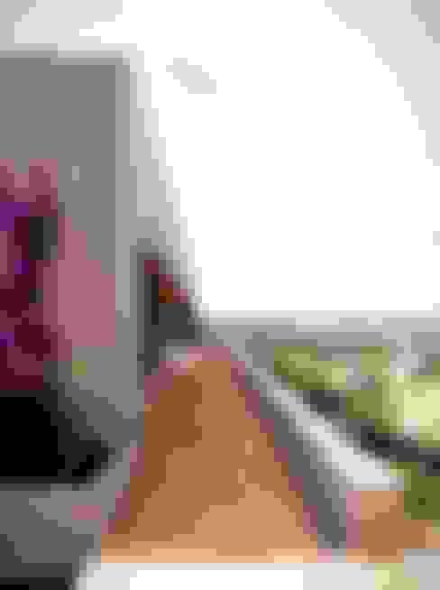 Casa IQ: Pasillos y vestíbulos de estilo  por AMR ARQUITECTOS