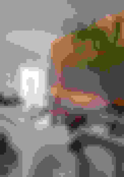 Living room by Maria Helena Caetano _ Arquitetura e Interiores