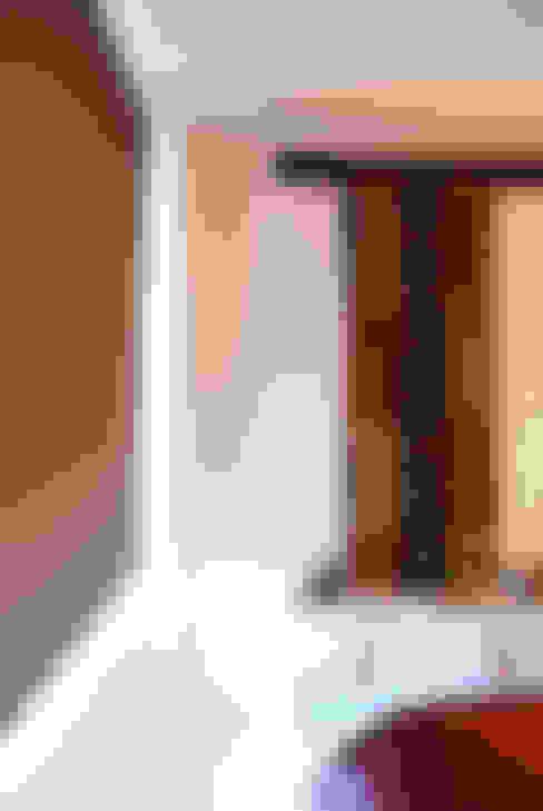 Expresión congoleña: Dormitorios de estilo  por Diseñadora Lucia Casanova