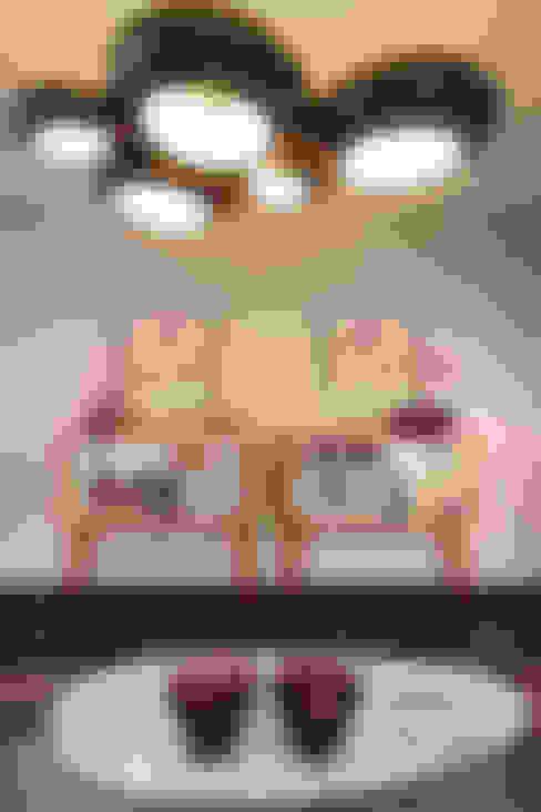 Storage consoles:  Living room by Savio and Rupa Interior Concepts