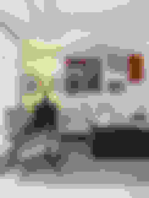 Artsy Design Apartment: Salas de estar  por Johnny Thomsen Arquitetura e Design