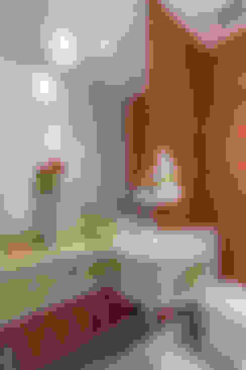 Lavabo: Banheiros  por Sandra Pompermayer Arquitetura e Interiores