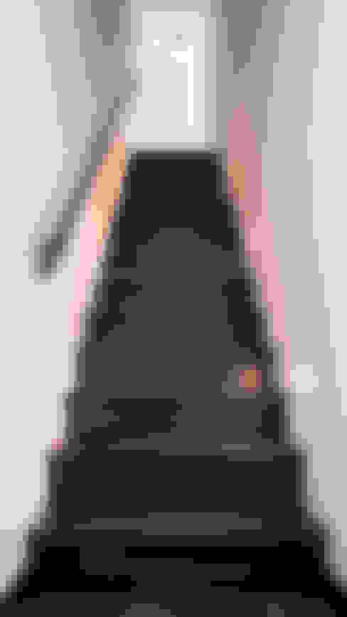 Couloir et hall d'entrée de style  par Joep van Os Architectenbureau