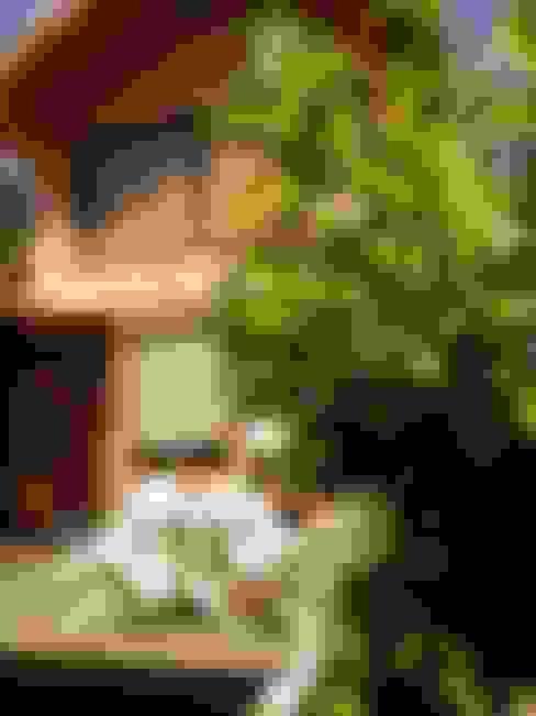 complejo de cabañas: Jardines de estilo  por KUN&Aso
