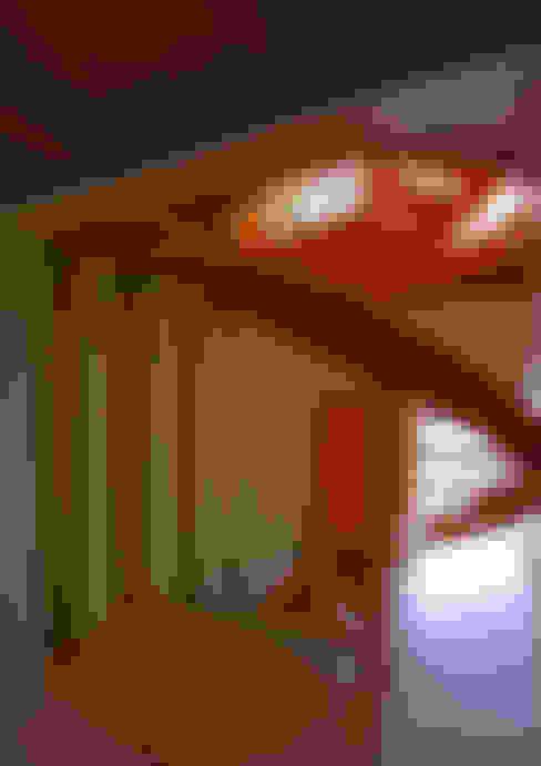 Ingresso & Corridoio in stile  di アトリエハコ建築設計事務所/atelier HAKO architects