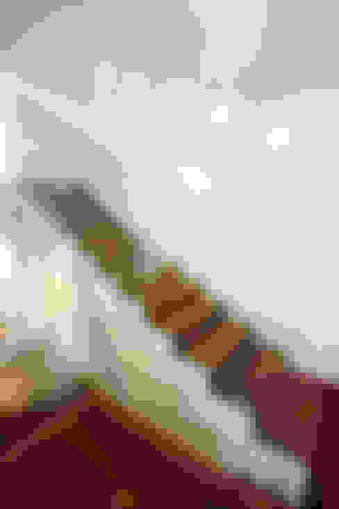 Residencia PG: Corredores e halls de entrada  por F:POLES ARQUITETOS ASSOCIADOS