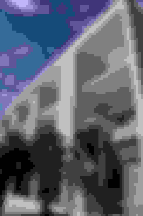 Fachada: Casas  por A/ZERO Arquitetura