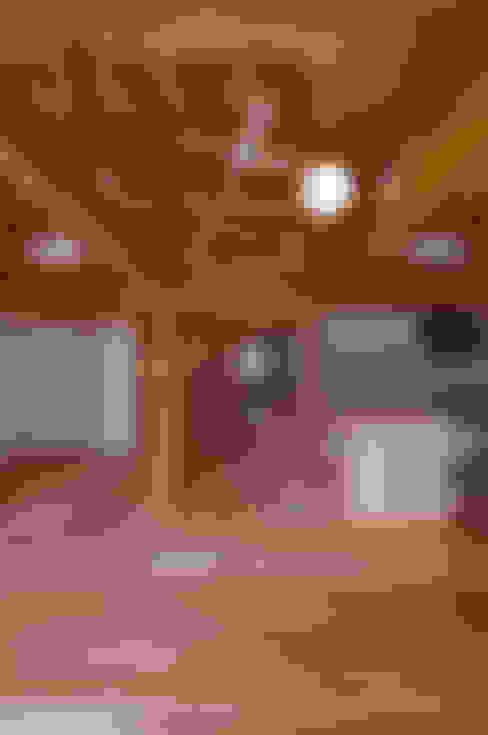 客廳 by 高野三上アーキテクツ一級建築設計事務所  TM Architects