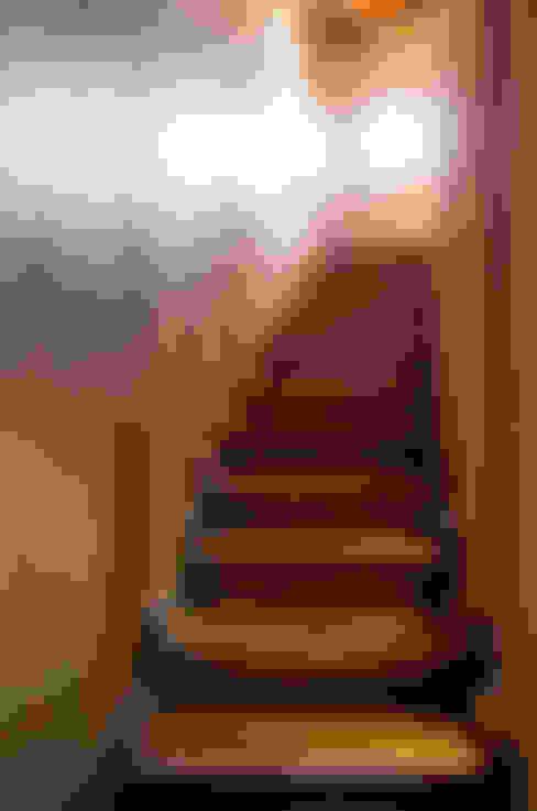 Escaleras: Pasillos y hall de entrada de estilo  por ALIWEN arquitectura & construcción sustentable - Santiago