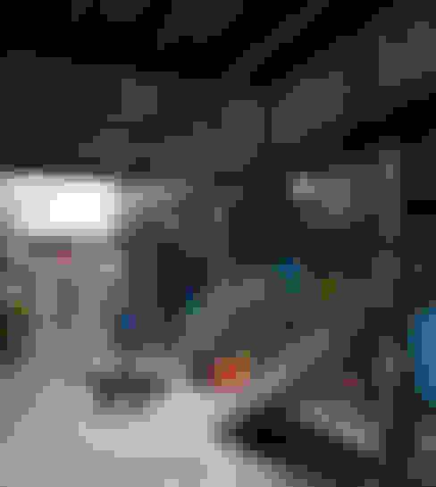 Casa Azul: Pasillos y vestíbulos de estilo  por Marina Vella Arquitectura