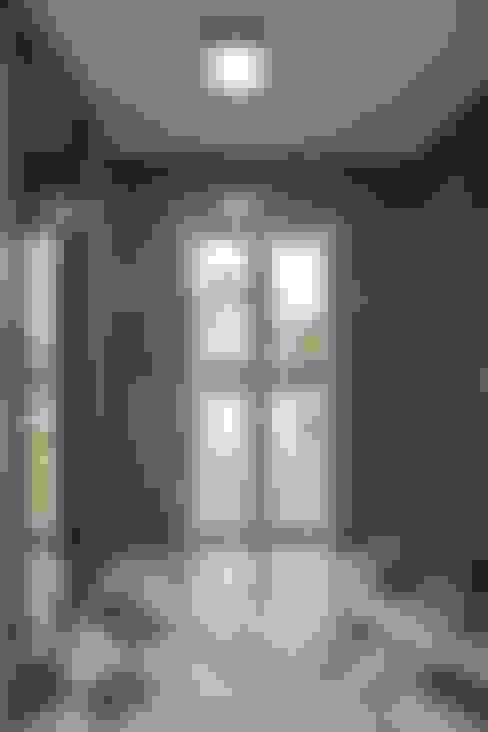 走廊 & 玄關 by 윤성하우징