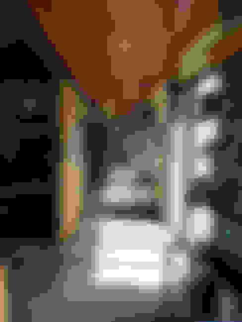 Pasillos y recibidores de estilo  por YUSO