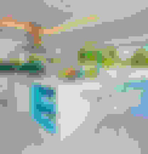 Kitchen by Lana Rocha Interiores