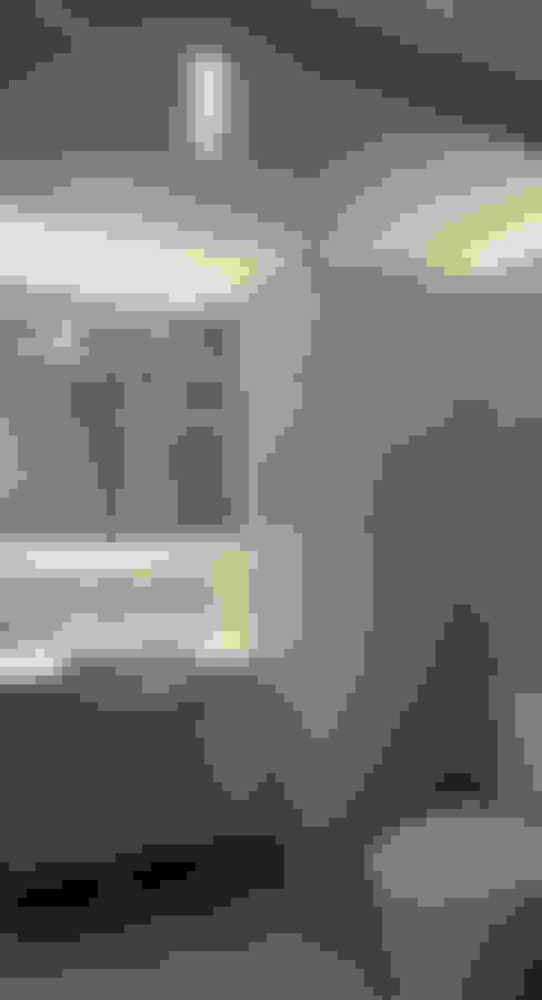 BTO Dawson:  Bathroom by Designer House
