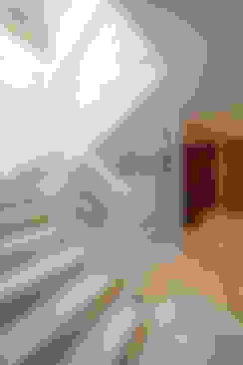 Ingresso & Corridoio in stile  di Objetos DAC