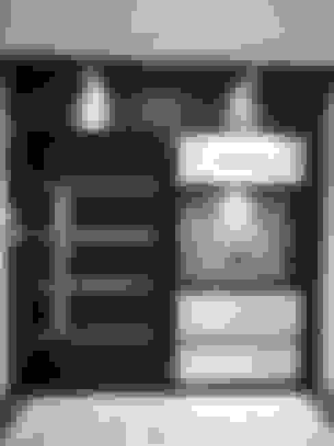 enterance :  Living room by NCA  naresh chandwani & associates