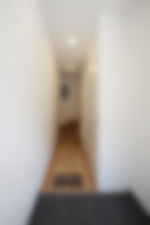 Corridor & hallway by atelier m