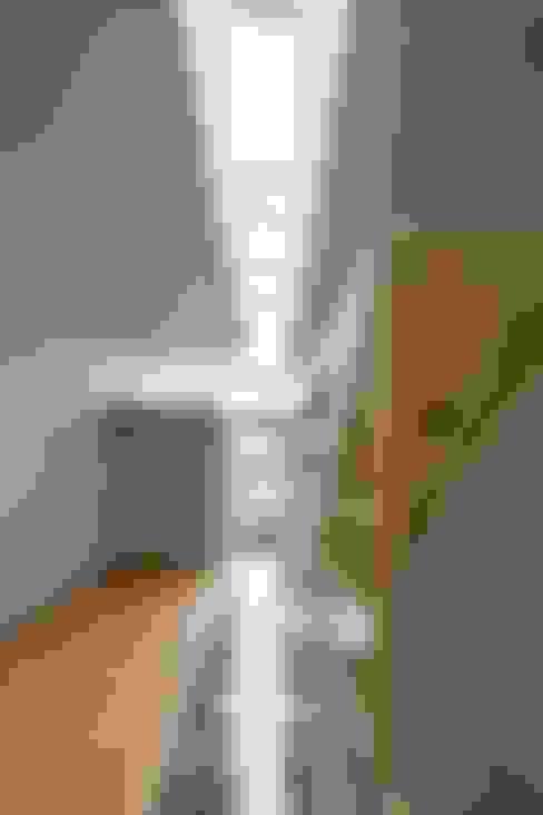 ระเบียงและโถงทางเดิน by 藤原・室 建築設計事務所