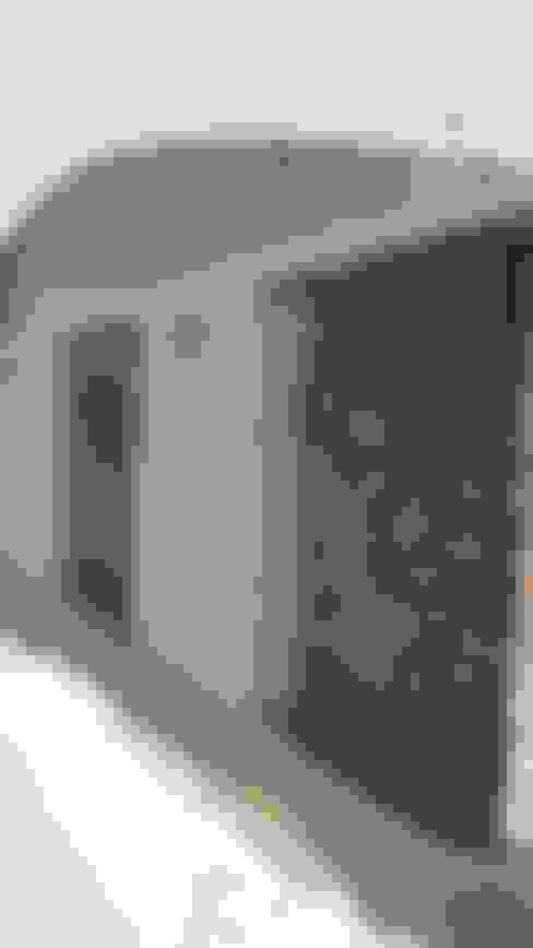 gandhi farm house:  Corridor & hallway by 4th axis design studio