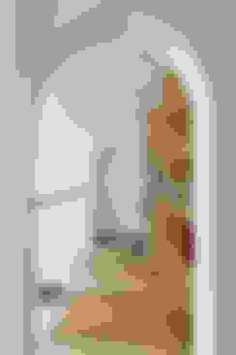 Pasillos y vestíbulos de estilo  de ALTS DESIGN OFFICE