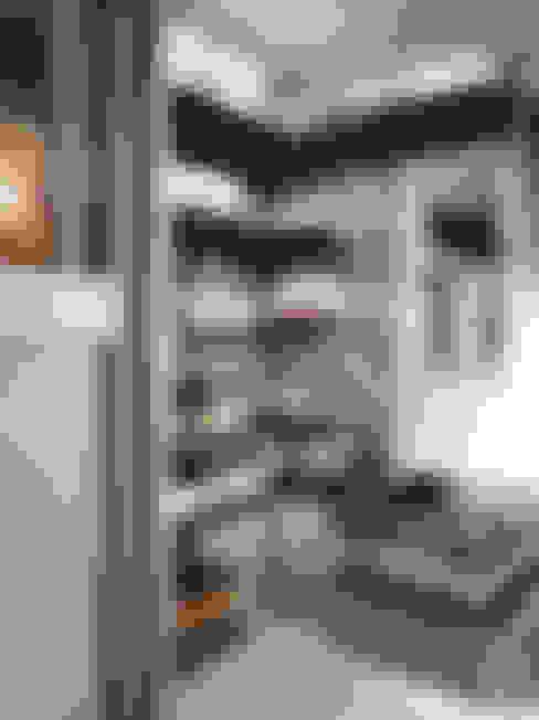 Kleedkamer door Elfa Deutschland GmbH