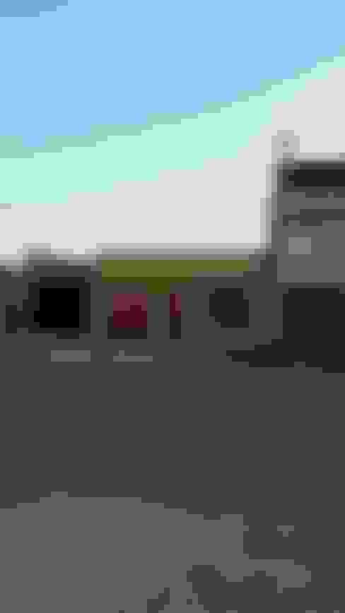 REMODELACION Y AMPLIACION - VIVIENDA UNIFAMILIAR CHIMBOTE: Casas de estilo  por BIANGULO DISEÑO Y CONSTRUCCION S.A.C.