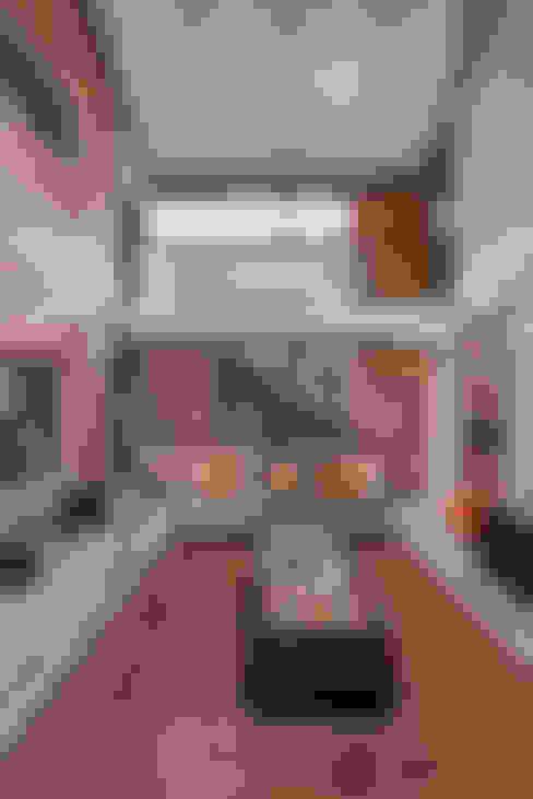 Salon de style  par OLIVEHILL Architects
