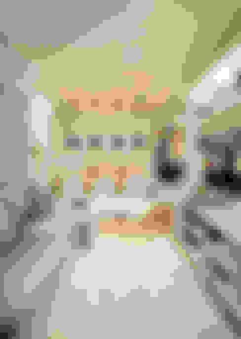 Salon de style  par Chris Silveira & Arquitetos Associados