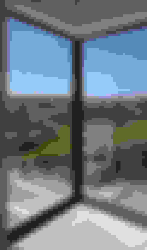 Окна в . Автор – Robin Ashley Architects