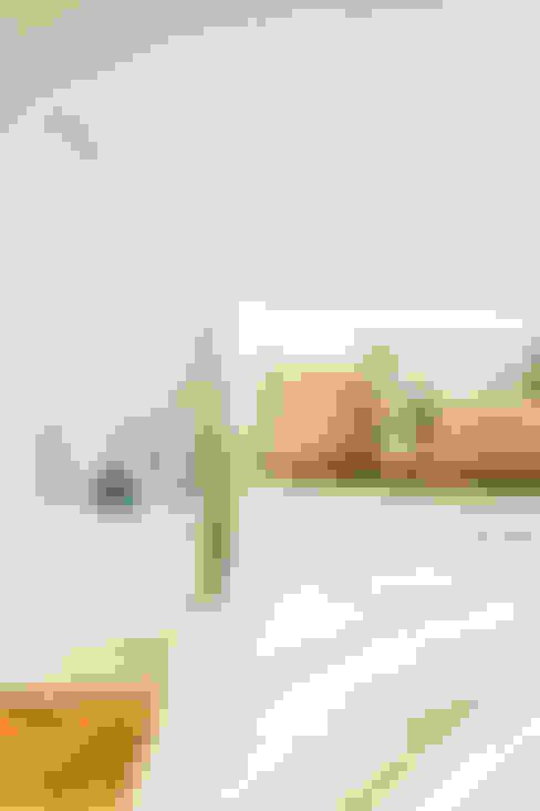 Dormitorios de estilo  por Francesca Greco  - HOME Philosophy