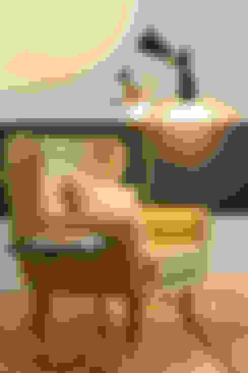 Sala de estar  por Traço Magenta - Design de Interiores
