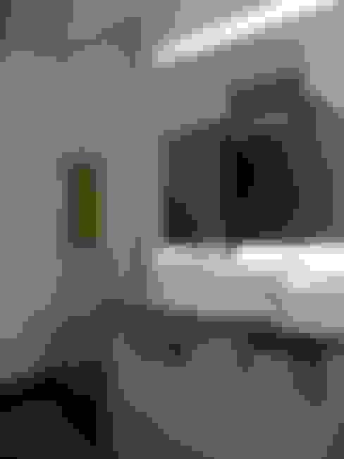 Banheiros  por QFProjectbuilding, Unipessoal Lda