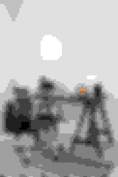 Studio in stile  di Mariska Jagt Interior Design