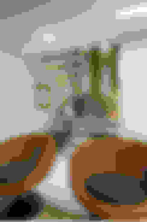 Decoração de Apartamento | Jardim de Verssailles | Salvador-Ba: Corredores e halls de entrada  por Maria Julia Faria Arquitetura e Interior Design