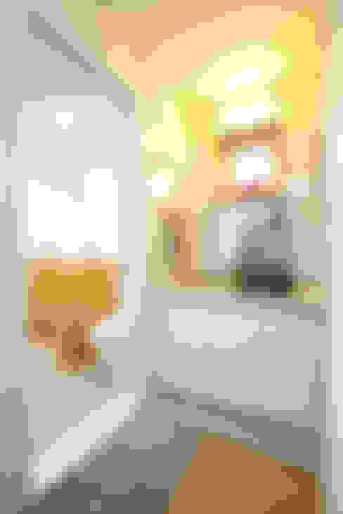 1층 화장실: 주택설계전문 디자인그룹 홈스타일토토의  욕실