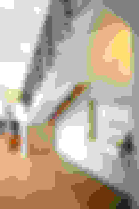 계단: 주택설계전문 디자인그룹 홈스타일토토의  복도 & 현관