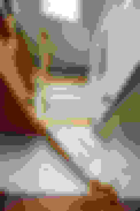 走廊 & 玄關 by &lodge inc. / 株式会社アンドロッジ
